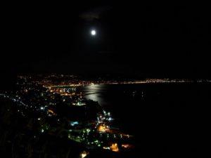 Salerno e Vietri dal riggiolo di Raito di notte